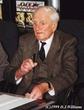 desmond llewelyn photo